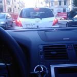 Bør du kjøre penere med firmalogoen klistret på bilen?